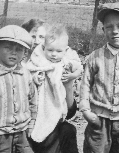 Children from left to right: Don, LaRae, Duane